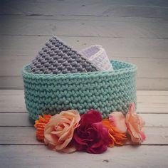 Koszyki na szydełku. Klasyka miętowy, szary i biały  piękne razem i osobno #mamuki #handmade #homedecor #homedesign #decoration #decor #recznierobione #recznarobota #basket #crochet #cord #cottoncord #szydelko #kosz #sznurek #wnetrza #pastel #pastele #ozdoby #dekoracje #prezent #przechowywanie #flowers #kwiaty #naszydelku #koszyk