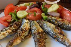 Η πιό απλή και γρήγορη συνταγή για το πιο υγιεινο φαγητό .!! Τα ψαράκια όλα αυτά που βλέπετε τα αγόρασα από την κεντρική αγορά Βαρδάκειος στην Αθήνα 1 ευρώ το κιλό !!! Υλικά μερίδες 4 1 κιλό σαρδέλε Ratatouille, Healthy Recipes, Drink Recipes, Seafood, Brunch, Food And Drink, Fish, Chicken, Meat