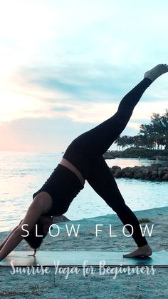 FREE YOGA VIDEO ☀ Morning Sunrise Yoga for Beginners and all levels. This easy and chill 10 minute yoga flow is perfect for beginners and anyone starting their yoga practice. Yin Yoga, Yoga Meditation, Yoga Flow, Best Yoga Videos, Free Yoga Videos, Free Yoga Classes, 10 Minute Morning Yoga, Morning Yoga Routine, Yoga Videos For Beginners