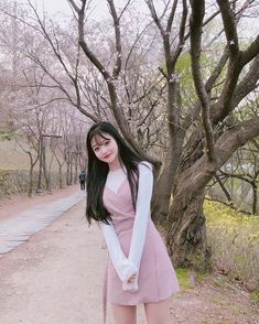Image about fashion in ulzzang 🌸 by mochi on We Heart It Korean Beauty Girls, Korean Girl Fashion, Korean Street Fashion, Ulzzang Fashion, Asian Beauty, Ulzzang Korean Girl, Cute Korean Girl, Cute Asian Girls, Cute Girls