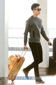 """ Seoul -> Bangkok for the International BNT photoshoot "" Park Seo Joon Asian Actors, Korean Actors, Asian Boys, Asian Men, Oppa Gangnam Style, Asian Haircut, Park Seo Joon, Kdrama Actors, Korean Celebrities"