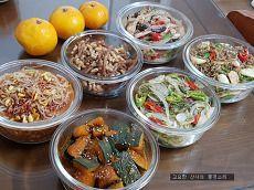 자주 먹어 친숙한 우리 집 밑반찬 Korean Food, Gaia, Acai Bowl, Meal Planning, Side Dishes, Food And Drink, Meals, Cooking, Breakfast