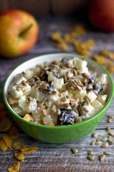 Śniadaniowa sałatka owocowa – Smaki na talerzu Oatmeal, Breakfast, Food, Pineapple, The Oatmeal, Morning Coffee, Rolled Oats, Essen, Meals