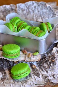 Homemade pistachio macarons / pistaasimacaronit