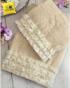 Coppia di asciugamani Shabby Chic Amour Collection Colore Beige Pair of Shabby Chic Amour Collection Fabric Crafts, Sewing Crafts, Sewing Projects, Designer Bed Sheets, Shabby Chic, Towel Embroidery, Decorative Towels, Elegant Home Decor, Doll Quilt