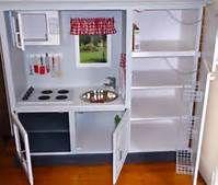 Convert Old TV Cabinets Into State of the Art Play Kitchens Diy Kids Kitchen, Toddler Kitchen, Toy Kitchen, Childs Kitchen, Kitchen Ideas, Kitchen Post, Kitchen Inspiration, Pretend Kitchen, Mini Kitchen