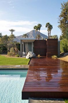 Fascinating desert oasis: Modern vacation retreat in California