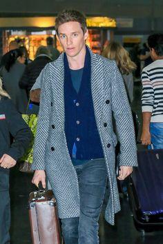 eddie-redmayne-jfk-airport-street-style-fashion-tom-lorenzo-site-3