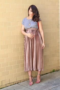 I love this maternity outfit. It's very simple but looks dressy and smart. I'd wear this for a special occasion. Maternity Skirt, Cute Maternity Outfits, Stylish Maternity, Maternity Wear, Maternity Style, Casual Pregnancy Outfits, Maternity Occasion Wear, Baby Bump Style, Mommy Style