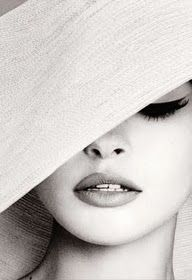 If your hat is so big that half of your face is covered... Better rock that cat eye for some extra POW!