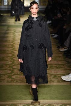 See the complete Simone Rocha Fall 2017 Ready-to-Wear collection.