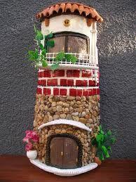 tejas decoradas - Buscar con Google Decorative Tile, Decorative Items, Clay Houses, Roof Tiles, Bird Feeders, Christmas Crafts, Diy Crafts, Minion, Creative
