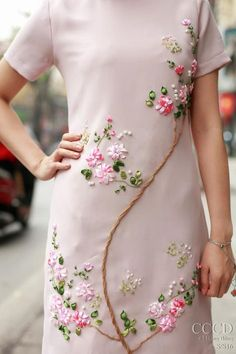 Wonderful Ribbon Embroidery Flowers by Hand Ideas. Enchanting Ribbon Embroidery Flowers by Hand Ideas. Embroidery On Kurtis, Kurti Embroidery Design, Embroidery On Clothes, Embroidery Suits, Embroidery Fashion, Silk Ribbon Embroidery, Embroidery Flowers Pattern, Hand Embroidery Stitches, Hand Embroidery Designs