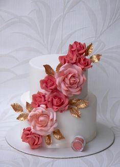 Stay out of the direct sunlight, heat and wedding cakes not a match made in paradise. Keep covered in case of flies. Gorgeous Cakes, Pretty Cakes, Cute Cakes, Amazing Cakes, Coral Wedding Cakes, Summer Wedding Cakes, Wedding Cake Designs, Cake Supplies, Colorful Cakes