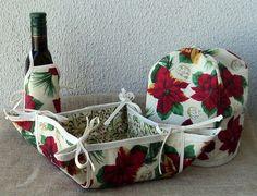 O conjunto é composto de 1 cobre panetone, 1 cesta em tecido e 1 aventalzinho para garrafa! Este conjunto é muito útil e bonito, deixa a mesa mais alegre!