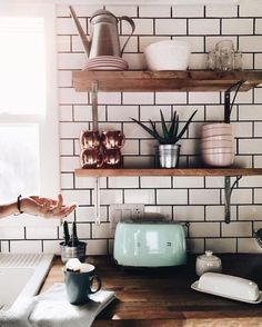 Mistake to avoid with your kitchen décor: Leaving your small electros out. https://www.thesmarttiles.com/en_us/inspiration/10-mistakes-to-avoid-kitchen-decor-usa/