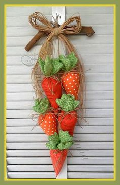Perfect for Spring! This Fabulous Easter Wreath will look so awesome on my Front Door. Easter Projects, Easter Crafts, Felt Crafts, Fabric Crafts, Diy And Crafts, Easter Decor, Spring Crafts, Holiday Crafts, Easter Bunny