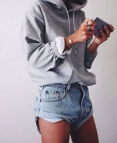 casual outfits for winter ; casual outfits for work ; casual outfits for women ; casual outfits for school ; casual outfits for winter comfy Looks Style, Looks Cool, Mode Outfits, Fashion Outfits, Fashion Trends, Fashion Ideas, School Outfits, Women's Shorts Outfits, Grey Shorts Outfit
