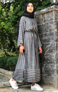Abaya Style 610448924466493961 - Source by Modern Hijab Fashion, Modesty Fashion, Hijab Fashion Inspiration, Islamic Fashion, Girls Fashion Clothes, Fashion Outfits, Hijab Mode, Moslem Fashion, Long Sleeve Cotton Dress