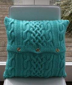 cable knit cushion, like a cosy jumper Knitted Cushion Covers, Knitted Cushions, Knitted Afghans, Knitted Blankets, Glam Pillows, Diy Pillows, Crochet Home, Hand Crochet, Knit Crochet