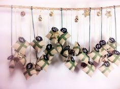 Christmas comes and we all want the most beautiful decoration. Check these empty toilet paper rolls which are basic to these Christmas crafts for kids. Make An Advent Calendar, Homemade Advent Calendars, Christmas Calendar, Diy Calendar, Creative Activities For Kids, Diy For Kids, Christmas Crafts For Kids, Christmas Decorations, Christmas Ornaments