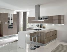 Modello di cucina moderna con penisola n.40