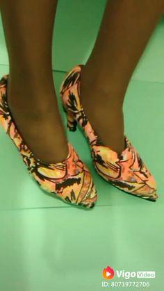 Customização de sapato com capa de sapato #shoes #covershoes #customizando #sapatos #sapatosfemininos #moda #modafeminina #customizacaodesapato #capadesapato Christmas Crafts For Kids To Make, Diy Videos, Wedges, How To Make, Gifts, Fashion, Lace Bikini, Fitness And Exercise, Wide Fit Women's Shoes