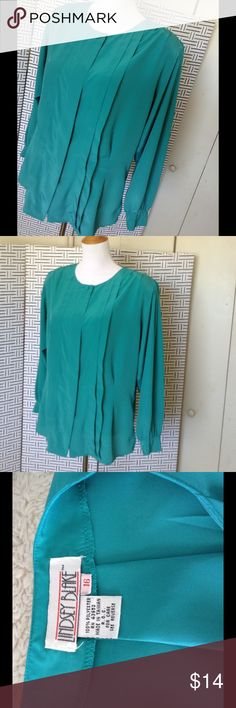 💥 BUNDLE SALE 💥 Classy Green Blouse Polyester dressy button up blouse, long sleeve, lightweight tailored blouse in really excellent used condition Lindsey Blake Tops