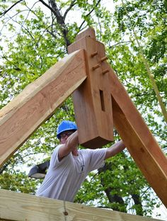 A Cruck for the Big BackYard | David Yasenchack Timber Framing and Design - http://www.dytimberframing.com/timber-frame-gallery/cruck-playground/index.php?directory=.&currentPic=9&utm_content=buffer4b191&utm_medium=social&utm_source=pinterest.com&utm_campaign=buffer