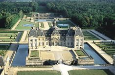 Aerial view of Vaux-le-Vicomte estate & grounds.