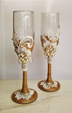For these glasses color: ivory lace, pearl ivory All completely handmade! MEASUREMENTS: -Champagne flutes : Height - 9.2 inch (23.5 sm). Volume – 170ml (6.1 oz) Custom champagne glasses may be created to fit your needs. Your unique wedding colors can be used for this design. Names