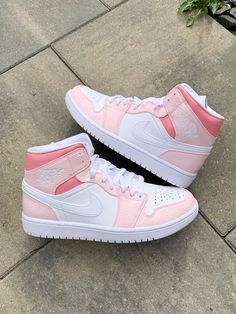 Dr Shoes, Swag Shoes, Cute Nike Shoes, Cute Sneakers, Nike Air Shoes, Hype Shoes, Shoes Jordans, Pink Jordans, All White Nike Shoes