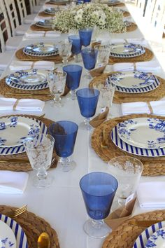 Blue Table Settings, Beautiful Table Settings, Table Labels, Table Setting Inspiration, Deco Boheme, Table Set Up, Dinning Table, Table Arrangements, Deco Table