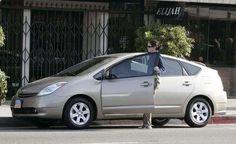 Juluia Roberts driving her beige Toyota