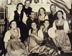 Maria von Trapp, last of original seven children of famed 'Sound of Music' family, dead at 99 A picture of the famous singing family from the early Sound Of Music Children, Sound Of Music Family, Sound Of Music Tour, Sound Of Music Costumes, Old Tv Shows, Family Movies, True Stories, History, 1940s