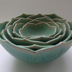 A gorgeous color of succulent  in pottery |Pinned from PinTo for iPad|