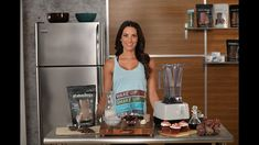 Autumn Calabrese makes Red Velvet Chocolate Shakeology Shake // healthy foods // smoothies // chocolate // Beachbody // Cheat clean // vegan // vegetarian // healthy dessert // recipe // winter treats // 21 Day Fix Shakeology Shakes, Beachbody Shakeology, Healthy Dessert Recipes, Clean Recipes, Clean Meals, Desserts, Vegan Smoothies, Smoothie Recipes, 21 Day Fix Video