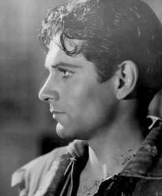 Laurence Olivier Gosh I wish actors still looked like this.