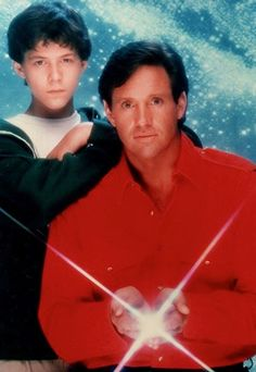 Robert Hays as Paul Forrester and Christopher Daniel Barnes as Scott Hayden in Starman an American science fiction television series, starring Hays and Barnes and continuing the story from John Carpenter's 1984 film.