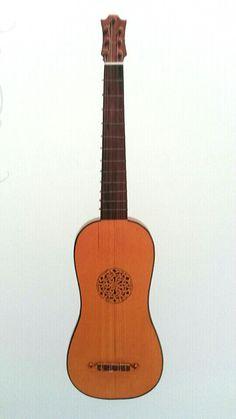 Guitarra Renascentista - No final do séc XV implanta-se na Espanha e na Itália a Vihuela.  Sob sua influência, nos primeiros anos do séc XVI, a guitarra então existente ( Guiterne da Baixa Renascença) tomou o contorno de um oito, com fundo plano, conservando o pequeno tamanho, o mesmo número de cordas, mesma afinação... Assim nascia a Guitarra Renascentista que coexistiu por longo tempo com a Guiterne da Baixa Renascença, compartilhando mesmos tocadores e repertório.