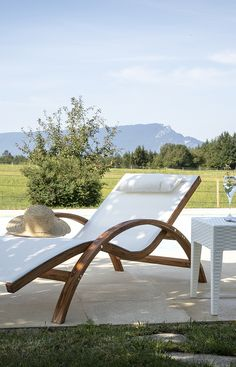 Sofa Skandinavisch, Terrasse Design, Wood Patio Furniture, Biarritz, Terrace Garden, House Goals, Chair Design, Sun Lounger, Outdoor Decor