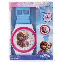Deze Frozen wandklok met opdruk van Elsa en Anna is in de vorm van een horloge. De klok werkt op 1 AA-batterij welke niet zit inbegrepen. Lengte: 92 cm.