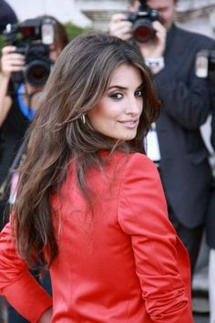 Penelope Cruz ; I luv this cut. Frames her face but not too layered too short.