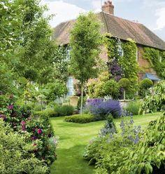 "Garden Fancy: Book Review: ""My Secret Garden"" by Alan Titchmarsh"
