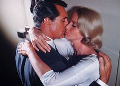 Best Movie Kisses with Cary Grant and Eva St Clare in Alfred Hitchcock 'North By North West' (1959) #kissing #scenes #film #old #pictures #silverscreen #hollywood #goldenage #1950s