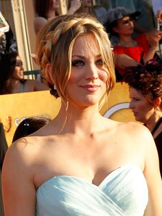 Love it with the center-parted bangs down! Well done, Kaley Cuoco. Kaley Cuoco, Big Bang Theory, Parted Bangs, Celebrity Gallery, Celebrity Beauty, Portraits, Braided Updo, Celebs, Celebrities