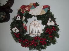 Guirlanda de Natal com enfeites em pintura country