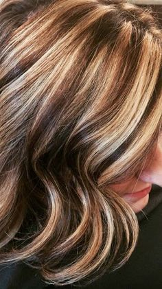 Chunky Hi - lites and low lites Hair Color Balayage, Hair Highlights, Lobb Haircut, Chunky Layers, Medium Length Hair With Layers, Medium Cut, Bright Hair Colors, Layered Hair, Cut And Color