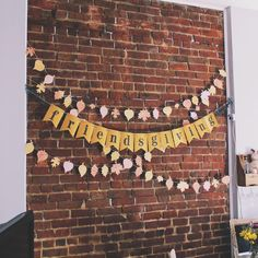 Festive fall Friendsgiving banner | via Pies Before Guys #DIY #fall #leaves #thanksgiving