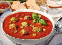 Смачний і ароматний суп, а готується швидко і просто. Замість свіжих помідорів можна використовувати консервовані – смак буде дещо іншим, однак теж чудовим. Головне – не переварити суп, інакше фрикадельки розповзуться. І не бійтесь експериментувати, додавайте в супчик приправи, які ви найбільше люби